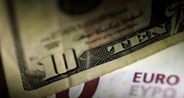Prosegue l'indebolimento del dollaro contro le altre valute e per l'Eurozona potrebbe implicare una discesa dell'inflazione su valori negativi.