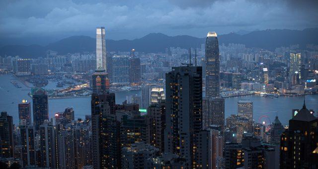 L'amministrazione americana studia le ritorsioni contro la Cina dopo la legge sulla sicurezza per limitare l'autonomia di Hong Kong. E la stabilità del cambio finisce nel mirino della Casa Bianca.