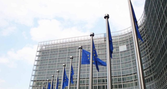 Sul ricorso al Meccanismo Europeo di Stabilità per ricevere gli aiuti europei sulla sanità è scontro frontale tra PD e Movimento 5 Stelle. Ma la partita è tutta ideologica.