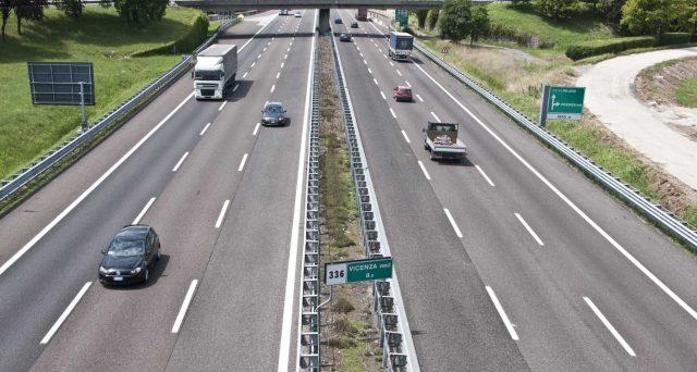 Tante incognite nell'affare Autostrade per l'Italia, la cui gestione verrà progressivamente sottratta alla famiglia Benetton per essere affidata nuovamente allo stato. E a pagare saranno sempre i contribuenti.