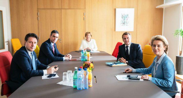 Negoziato europeo ad oltranza sul Fondo per la ripresa, con Olanda a guidare il fronte dei contrari agli aiuti incondizionati e Italia a rischiare una grossa sconfitta.