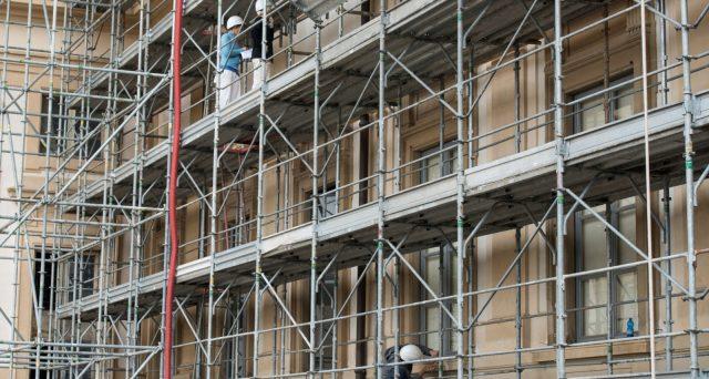 Lavori condominiali a costo zero con il Superbonus del governo, il quale sta riuscendo, però, a trasformare l'incentivo in un rallentamento della ripresa per l'edilizia.