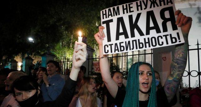 Le proteste contro l'ennesima vittoria del presidente non si fermano e adesso a Minsk si parla apertamente di cambio di regime.