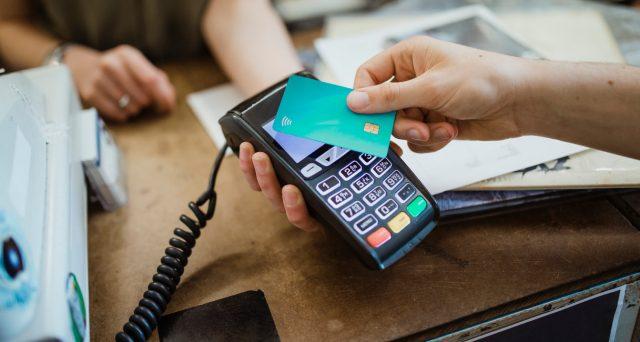I clienti Unicredit hanno vissuto due giorni di passione, non potendo accedere all'app e con il sito giù per diverse ore. La conferma che digitalizzare tutti i pagamenti rappresenta un rischio per l'economia.