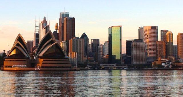 L'economia australiana è caduta in recessione per la prima volta dal 1991 a causa del Covid, eppure invia segnali positivi al resto del mondo.