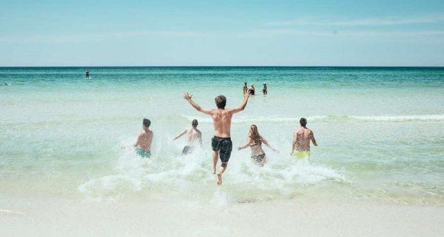 Come far ripartire il turismo per la prossima estate, il piano di Garavaglia.