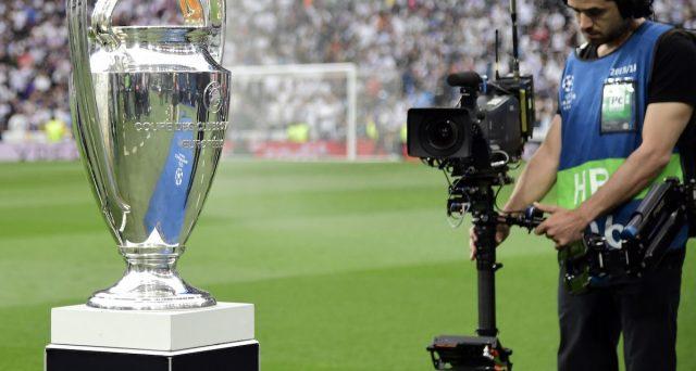 L'assegnazione dei diritti per seguire le partite di Champions in Italia sarà decisa ad ottobre. Anche a causa del Covid, le buste consegnate alla UEFA non saranno pesanti, ma il fattore competizione le sosterrebbe.
