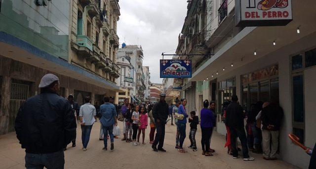 Svalutazione del cambio ed eliminazione del peso convertibile. L'Avana punta a superare la crisi cronica della sua economia con misure finora mai adottate dall'arrivo di Fidel Castro al potere.