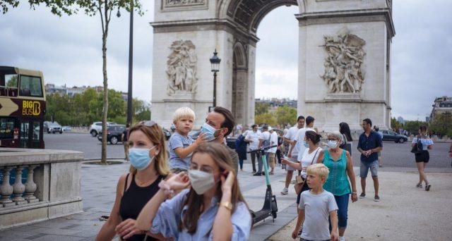 Impennata dei positivi al Covid, specie in Francia e Spagna. Ovunque cresce il rischio di misure restrittive, se non di un ritorno alla quarantena di primavera.