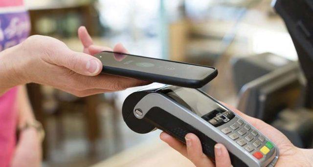 Lotta ai pagamenti in contante e agevolazioni per quelli digitali. Ecco perché la transizione rischia di caricarci di costi nascosti.