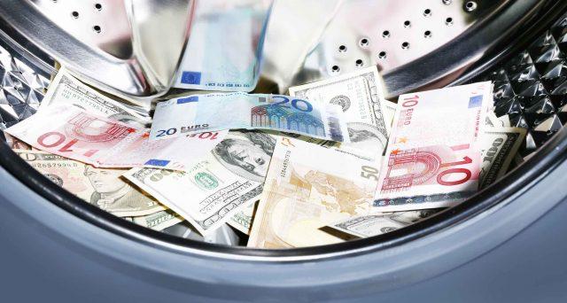 I titoli azionari delle principali banche europee, italiane comprese, sono crollati nella seduta di lunedì per i risultati di un'inchiesta giornalistica internazionale e per un warning di S&P.