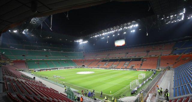 Partite di calcio chiuse al pubblico, sebbene il CONI proponga l'accesso ai soli abbonati. A rischio decine di milioni di euro, specie per le gare clou.