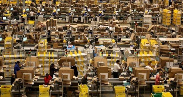 Con molti negozi chiusi a causa del Covid gli ordini si sono moltiplicati, richiedendo molte ore di straordinari