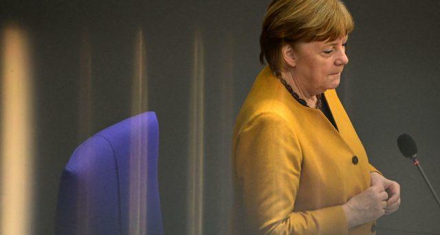 Frau Merkel in caduta libera