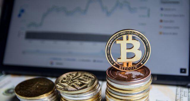 Il crollo di Bitcoin a 53.000 dollari