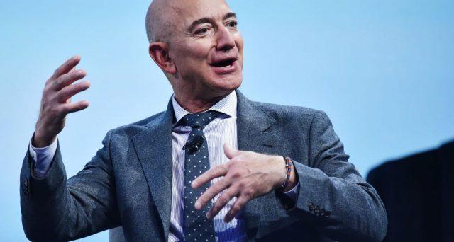 Jeff Bezos, primo tra i più ricchi del mondo nella classifica Forbes Billionaires 2021