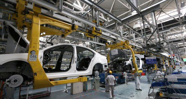 La crescita dell'attività industriale cinese è leggermente rallentata a maggio poiché i costi delle materie prime sono cresciuti.