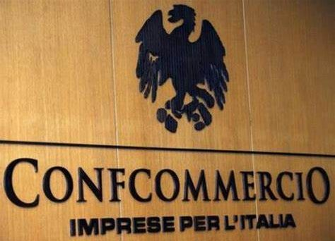 Per l'estate 2021 il 20% degli italiani ha già deciso che non andrà in vacanza: è quanto rivela il rapporto Confcommercio-Censis.