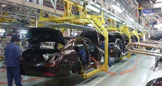 Il prezzo delle auto Tesla è in aumento a causa delle pressioni della catena di approvvigionamento. Ecco perchè.