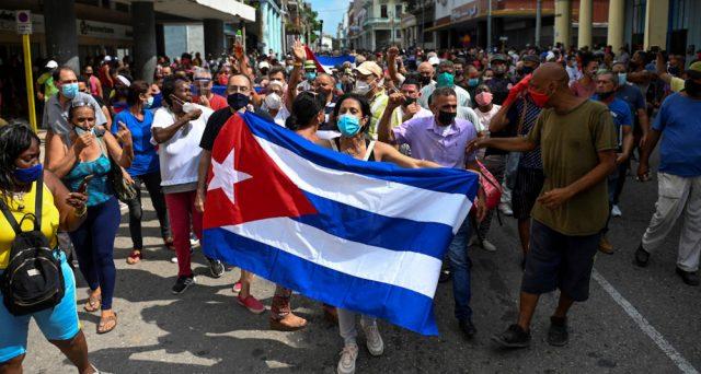Migliaia di manifestanti a Cuba contro il regime