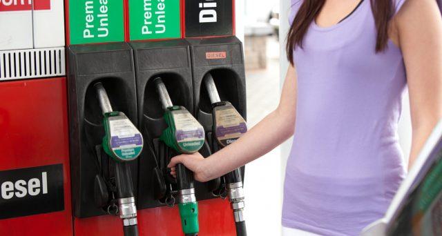 Prezzo della benzina ai massimi da quasi 3 anni