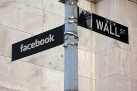 Facebook, boom utili 2013