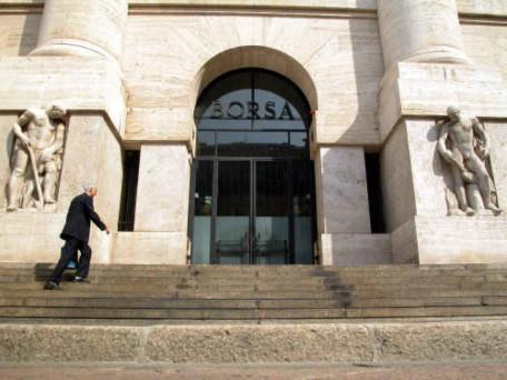 Piazza Affari dovrebbe aprire in lieve rialzo stamattina. Occhio al comparto bancario.