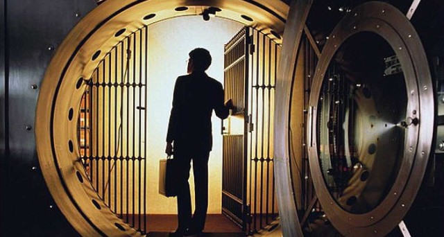 Quattro downgrade di target price su altrettante banche italiane dagli analisti di JP Morgan