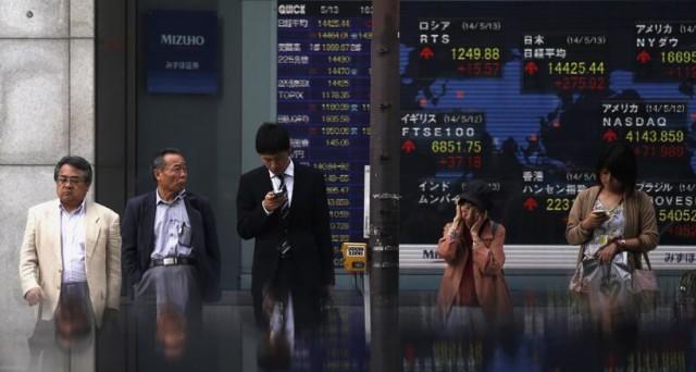 La Borsa di Tokyo chiude in leggero rialzo e mette a segno un +1% nell'intera settimana.