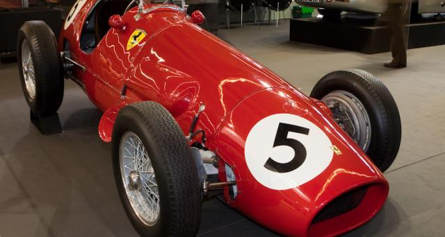 Ferrari sale in cattedra e indossa la maglia rosa nella prima seduta della settimana