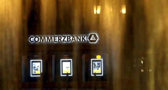 Mentre la Die Zeit rilancia su possibili aiuti a Deutsche Bank, si apre anche il caso Commerzbank. La seconda banca tedesca punta ad un piano di ristrutturazione lacrime e sangue