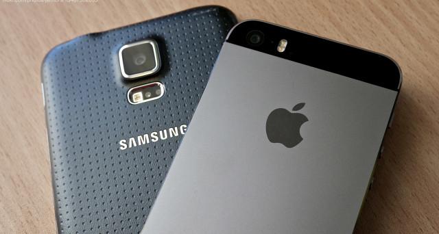 Samsung sprofonda in Borsa e si allontana da Apple che invece si avvantaggia dello scandalo