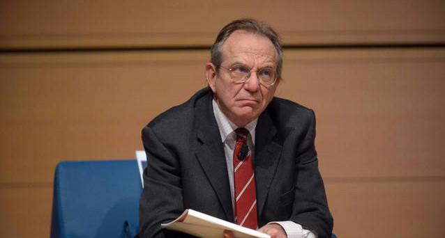 Il ministro dell'Economia Padoan ha convocato una conferenza stampa nel pomeriggio