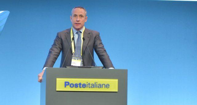 I ricavi di Poste Italiane si attestano a 5,4 miliardi (-1,3%) e l'utile netto sale del 44%. Il commento di Matteo Del Fante