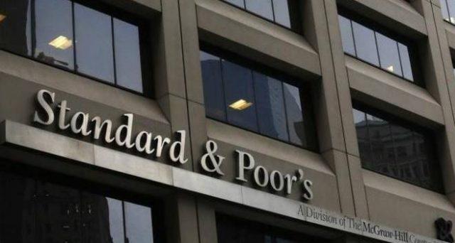 Già lo scorso Ottobre S&P aveva modificato l'outlook dell'Italia, spostando il rating BBB / A-2 da stabile a negativo. Anche se non troppo probabile, se l'agenzia intravedesse ulteriori peggioramenti, un'altra bocciatura porterebbe il livello del paese a Junk.
