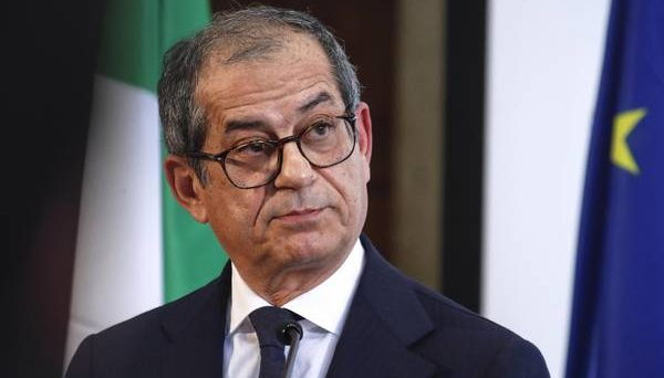 Tria, soddisfazione per stress test su banche Italia