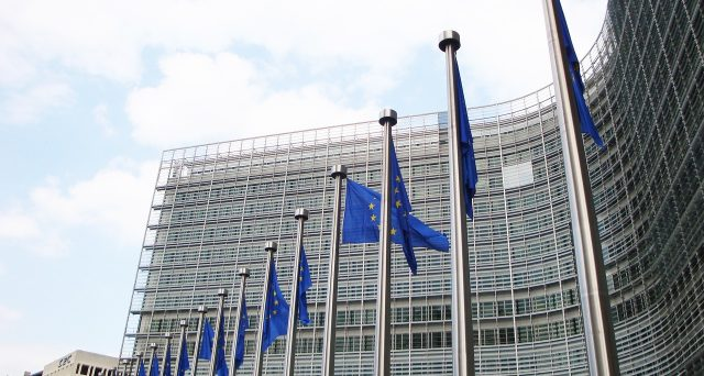 La commissione Ue proroga, per la terza volta (a maggio 2021), lo schema Gacs il cui fine è far si che il governo italiano conceda garanzie pubbliche, alle banche italiane, sulle cartolarizzazione delle sofferenze bancarie.