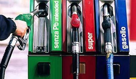 Nel DDL stabilità raffica di aumenti su accise benzina e gasolio: obiettivo 65 mln di euro nel 2012