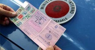 Fare ricorso per una multa per guida senza patente è quasi inutile. Vediamo le alternative
