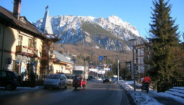Il blitz anti evasione fiscale a Cortina d'Ampezzo ha messo in evidenza le dimensioni del fenomeno evasione in Italia.  Polemiche a non finire tra le forze politiche