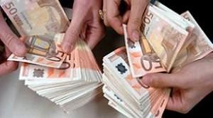 In vigore anche il divieto di emissione di assegni bancari che non abbiano la clausola di non trasferibilità