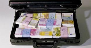 In materia di uso del contante il decreto sulle semplificazioni ha introdotto forti controlli sul trasferimento di denaro contante all'estero