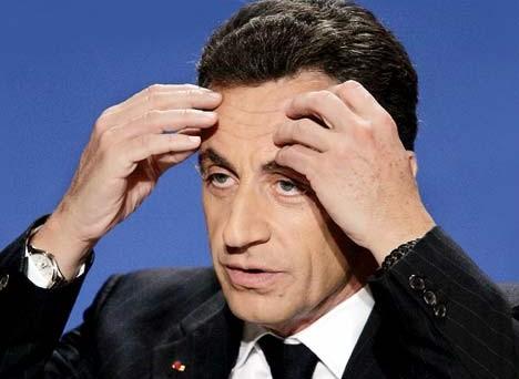 La lotta all'evasione fiscale, che non è solo un problema italiano, è diventata molto dura anche in Francia, dove Sarkozy minaccia addirittura la perdita della nazionalità per gli esuli fiscali che non pagheranno le tasse.