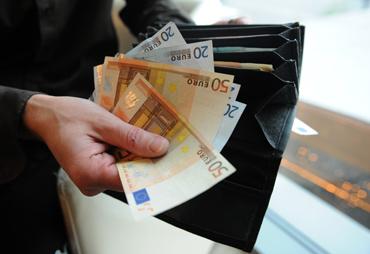 Si può superare la quota di 1000 euro, purchè gli operatori turistici comunicano l'adeguamento al regime derogatorio con il modello disponibile sul sito dell'Agenzia delle entrate