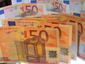 Dopo il prelievo sulle pensioni d'oro e sugli stipendi dei manager pubblici, il contributo di solidarietà è per tutti i percettori di reddito superiore a 300mila euro. Discutibile l'importo prelevato, pari cioè al 3% sulla parte di reddito eccedente