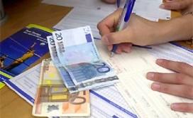 Tremonti illustra le modifiche alla manovra: via il contributo di solidarietà, si punta tutto su una (indefinita) lotta all'evasione fiscale attraverso il coinvolgimento dei Comuni