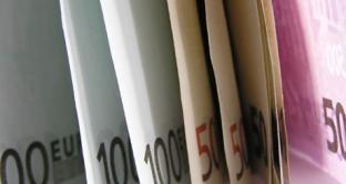 Per legge finanziaria s'intende solitamente la legge ordinaria del governo italiano per regolare la politica economica del paese per un triennio attraverso misure di finanza pubblica e di politica di bilancio.