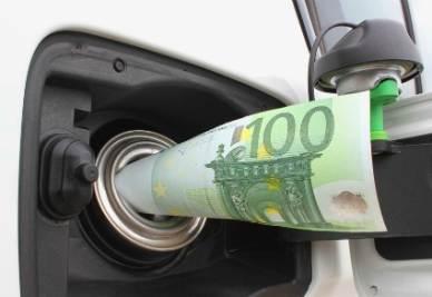 Entra in vigore oggi e durerà, almeno sulla carta, fino al 31 dicembre 2012, l'aumento delle accise sui carburanti, deciso al fine di recuperare le risorse necessarie per fronteggiare l'emergenza derivante dallo sciame sismico che ha colpito il cuore dell'Emila Romagna
