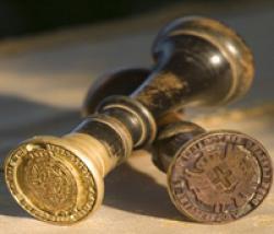 L'imposta di registro è una imposta dovuta per la registrazione di alcuni atti giuridici presso l'Agenzia delle Entrate. Essa  ha natura di tassa quando è dovuta per l'erogazione di un servizio da parte della Pa, e di imposta quando il suo valore è determinato in proporzione del valore economico dell'atto.