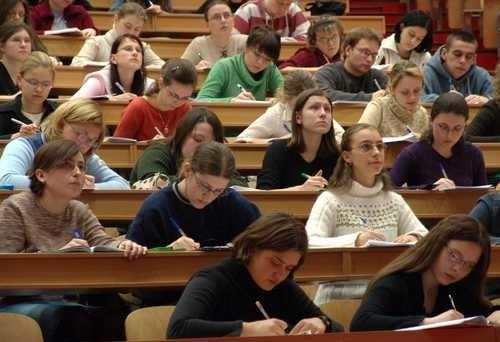 Solo per studenti fuori corso con un reddito familiare superiore a 150mila euro